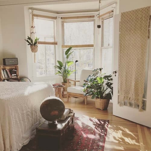 Room lit by sunlight with greater thermal comfort at home.
